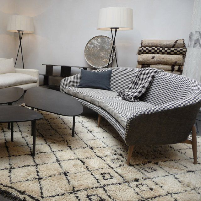 le pied de poule fait de la r sistance dans notre d co banquettes canapes pinterest sofa. Black Bedroom Furniture Sets. Home Design Ideas