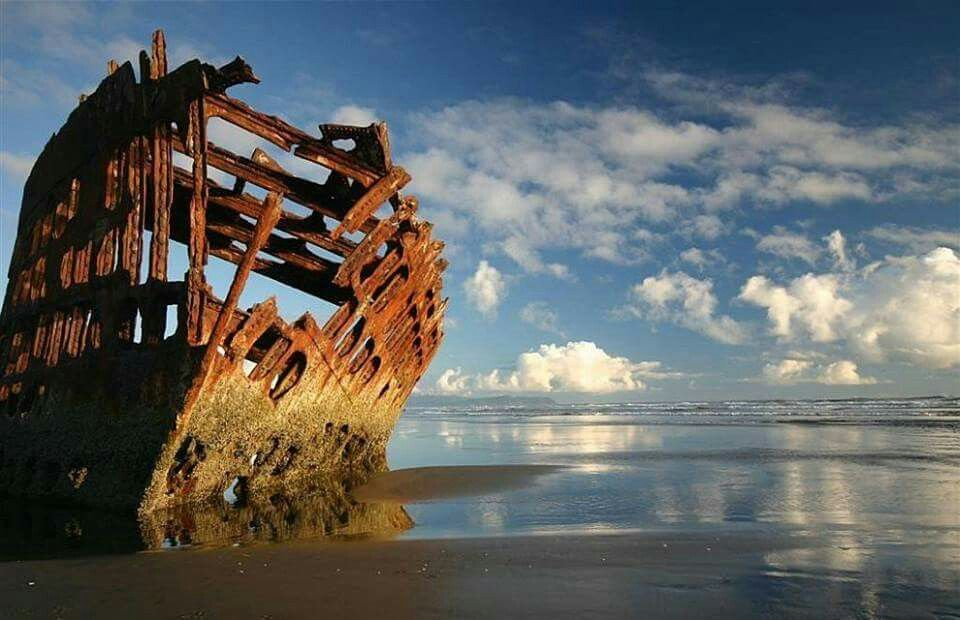abandoned ship the peter iredale near warrenton oregon oregon travel places to see favorite places abandoned ship the peter iredale near