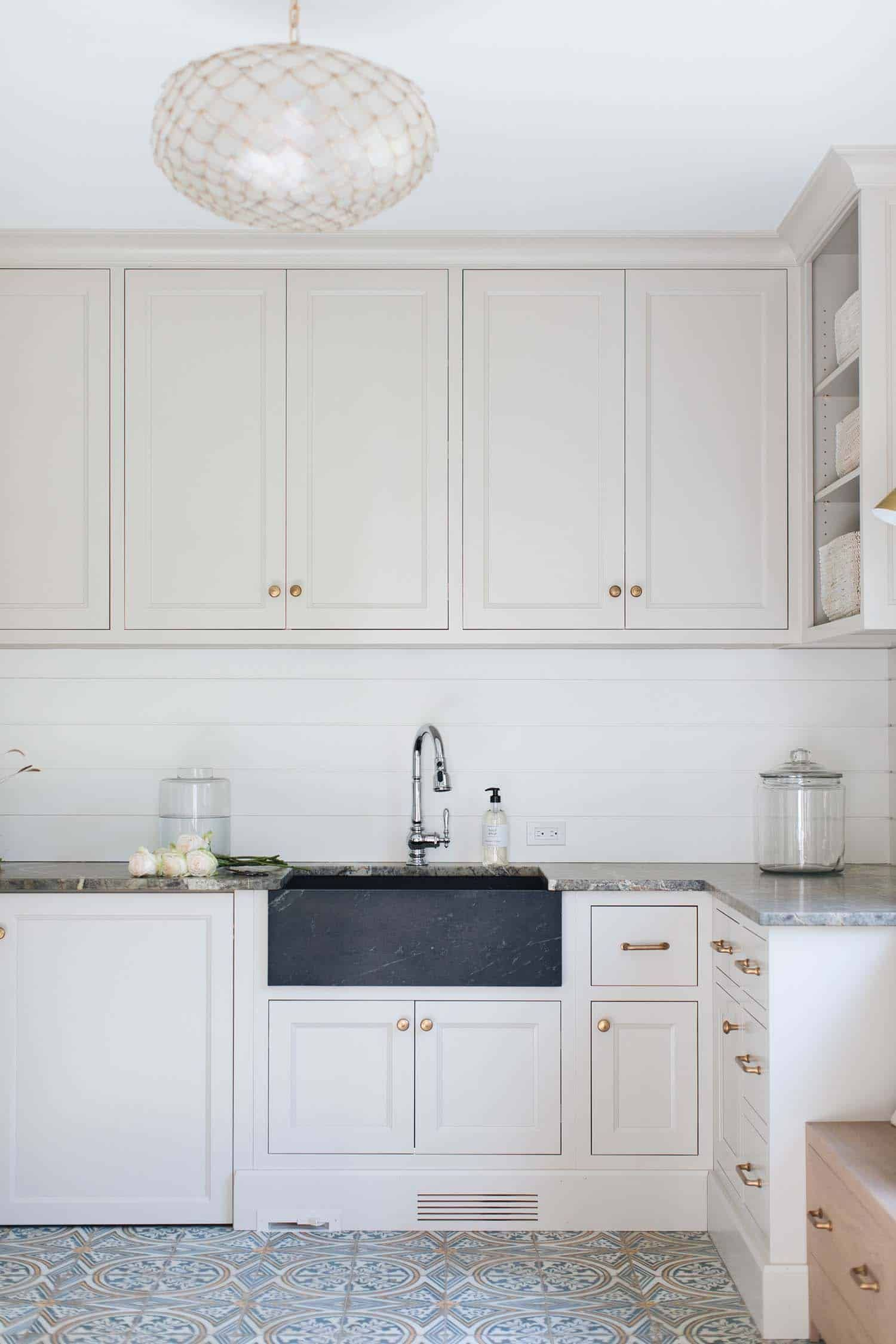 10x10 Laundry Room Layout: Delightful Modern Farmhouse Style Home Nestled In East