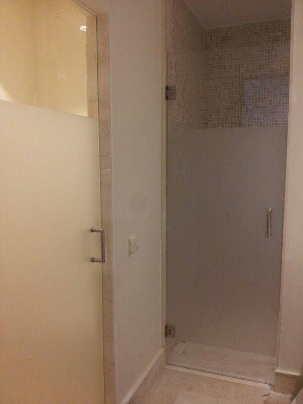 Puertas de baño abatibles, de vidrio templado con franja ...
