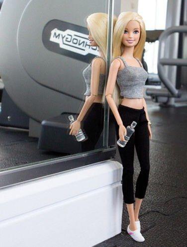17 Veces en las que Barbie se tomó selfies más fashion que yo para Instagram