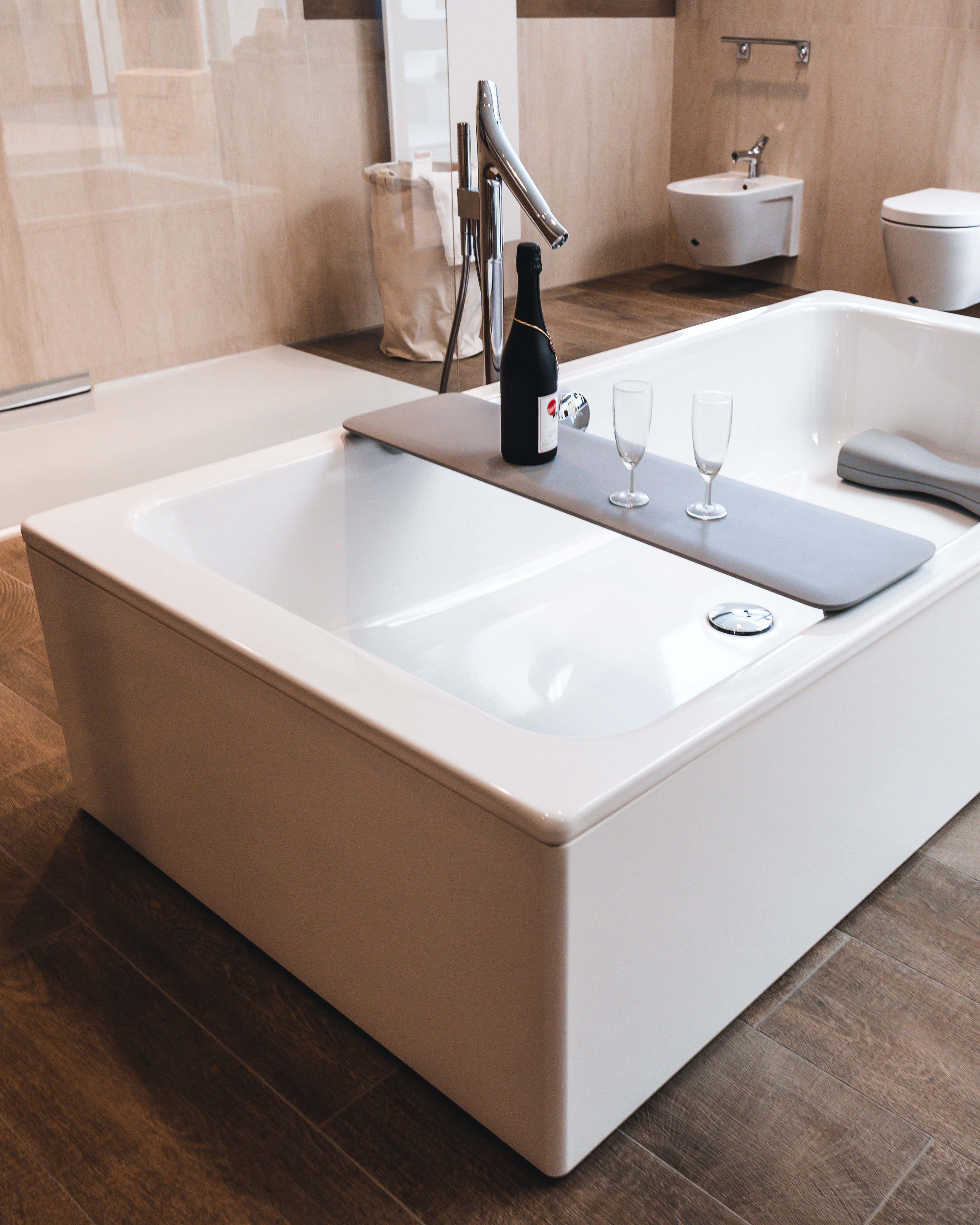 Du Bist Auf Der Suche Nach Einem Neuen Bad Du Mochtest Eine Besonders Bequeme Badewanne Haben Und Einen Fehl Neues Badezimmer Bad Einrichten Badezimmer Design