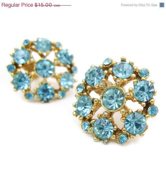 Vintage unsigned earrings,screw back earrings,minimalist earrings,