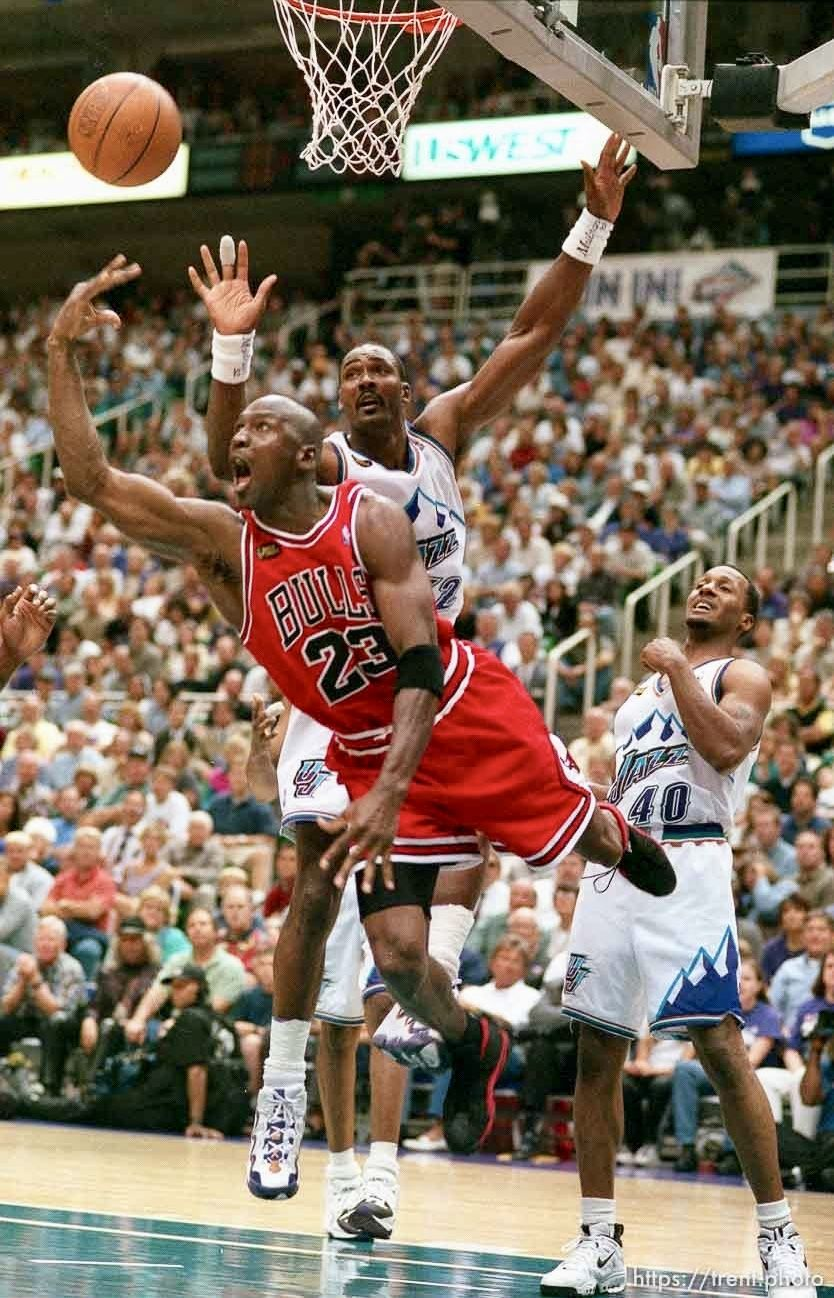 d2764eaaeac Pin by Joshua Matrin on Michael Jordan   Karl Malone, Jordan basketball,  Sports basketball