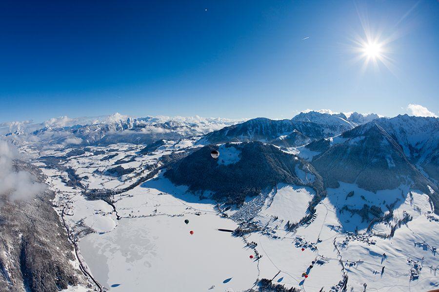 Per Ballonflug durch den Kaiserwinkl in Tirol. #winter in #kaiserwinkl /// hot-air ballooning over #Tirol