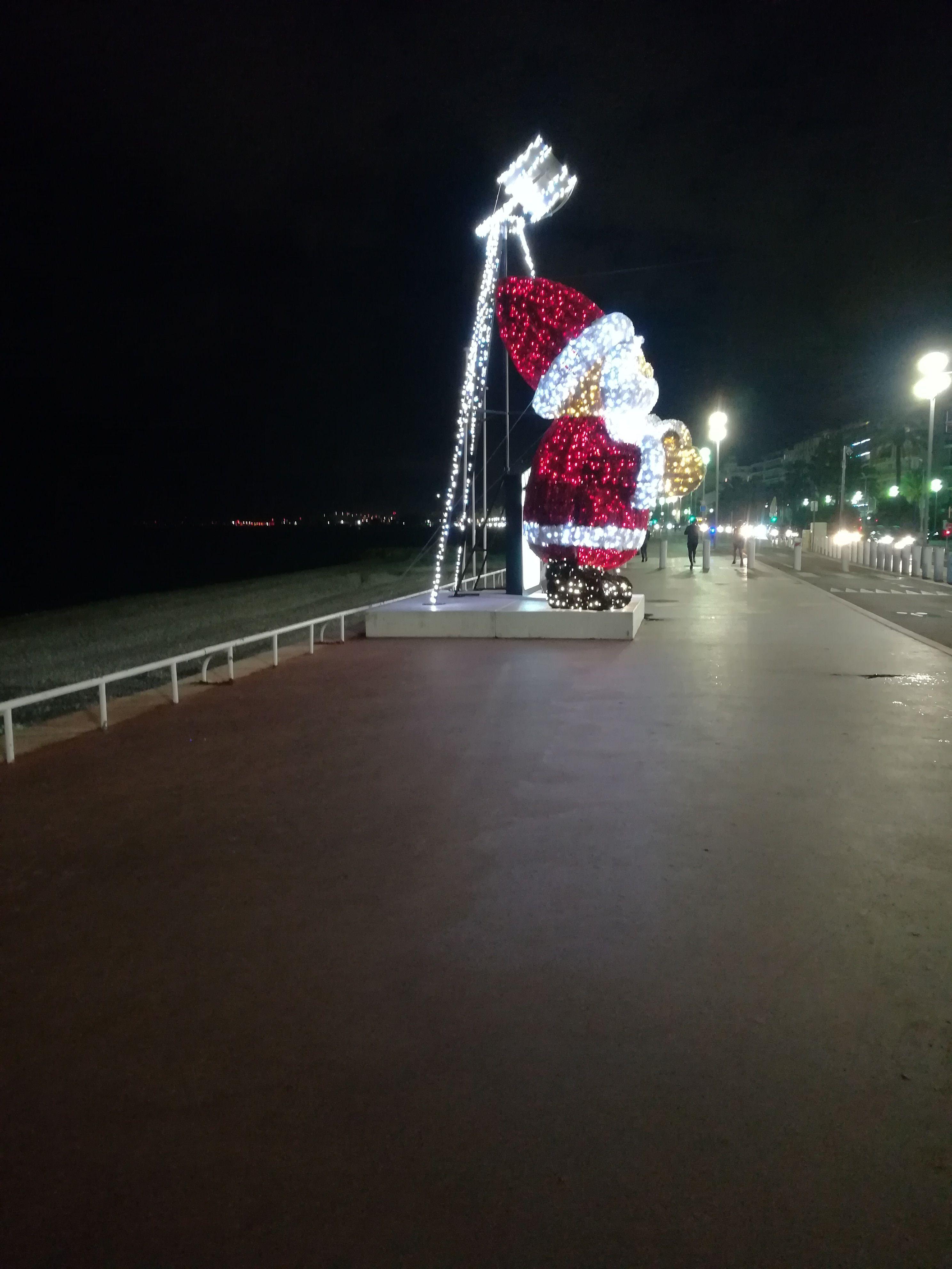 Pere Noel De La Promenade Des Anglais A Nice Promenade Des
