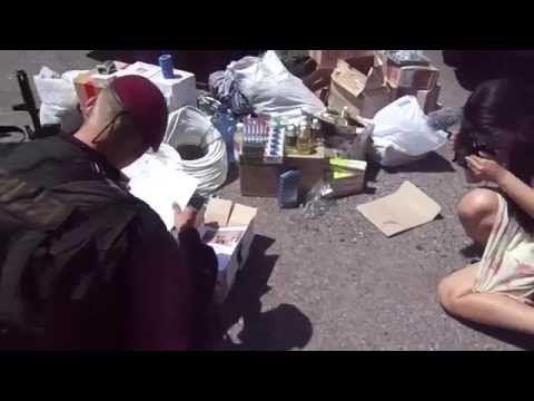 Детские рисунки в руках бойца киевского  : Беркута | RAW FOOTAGE