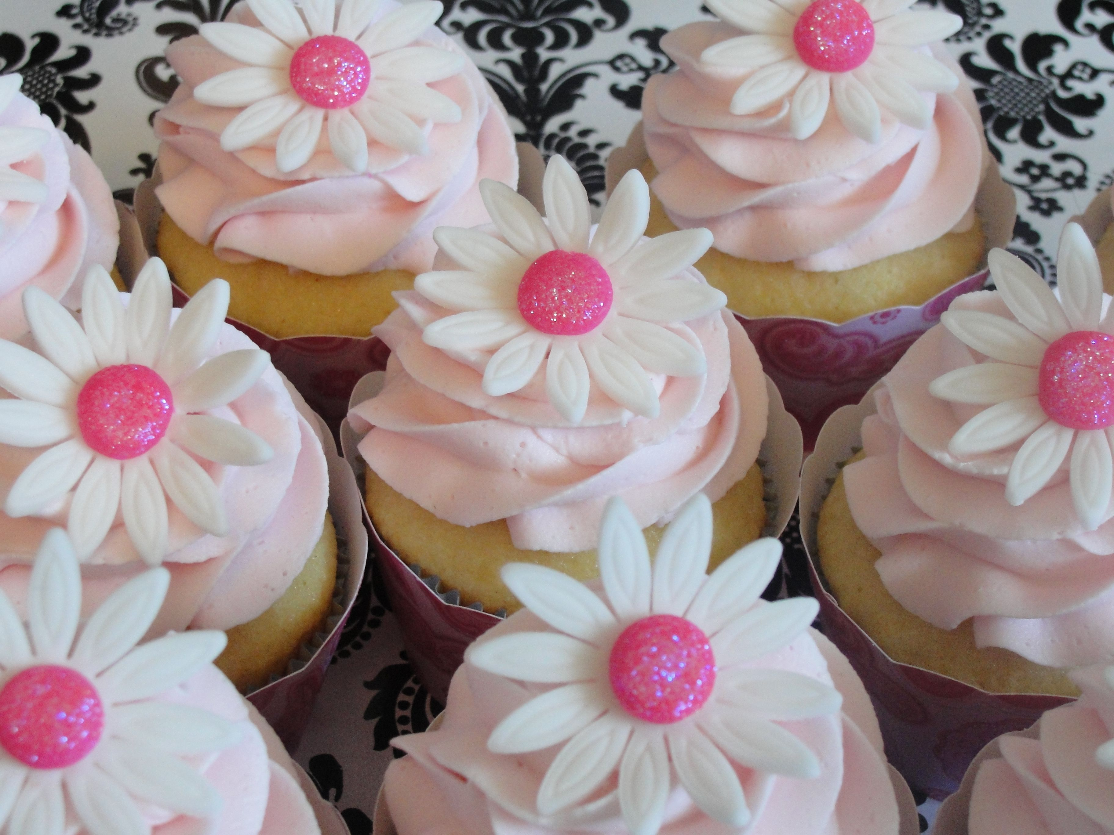 cupcake birthday cakes for girls vanilla cupcakes frosted in