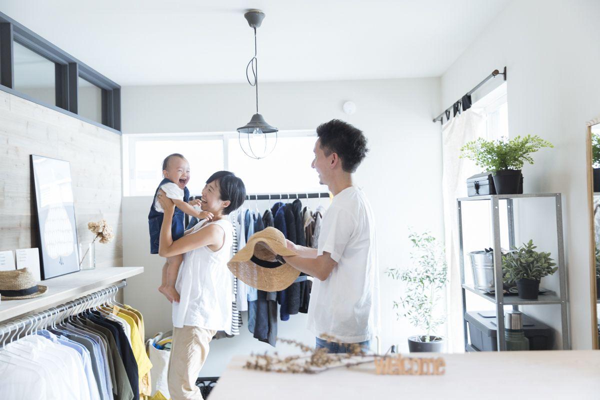 収納の少なさを逆手に アイアン作家が手がけた店舗のような家 神奈川県 葉山 みんなの部屋 Roomie ルーミー 店舗兼住宅 日本のアパート 部屋