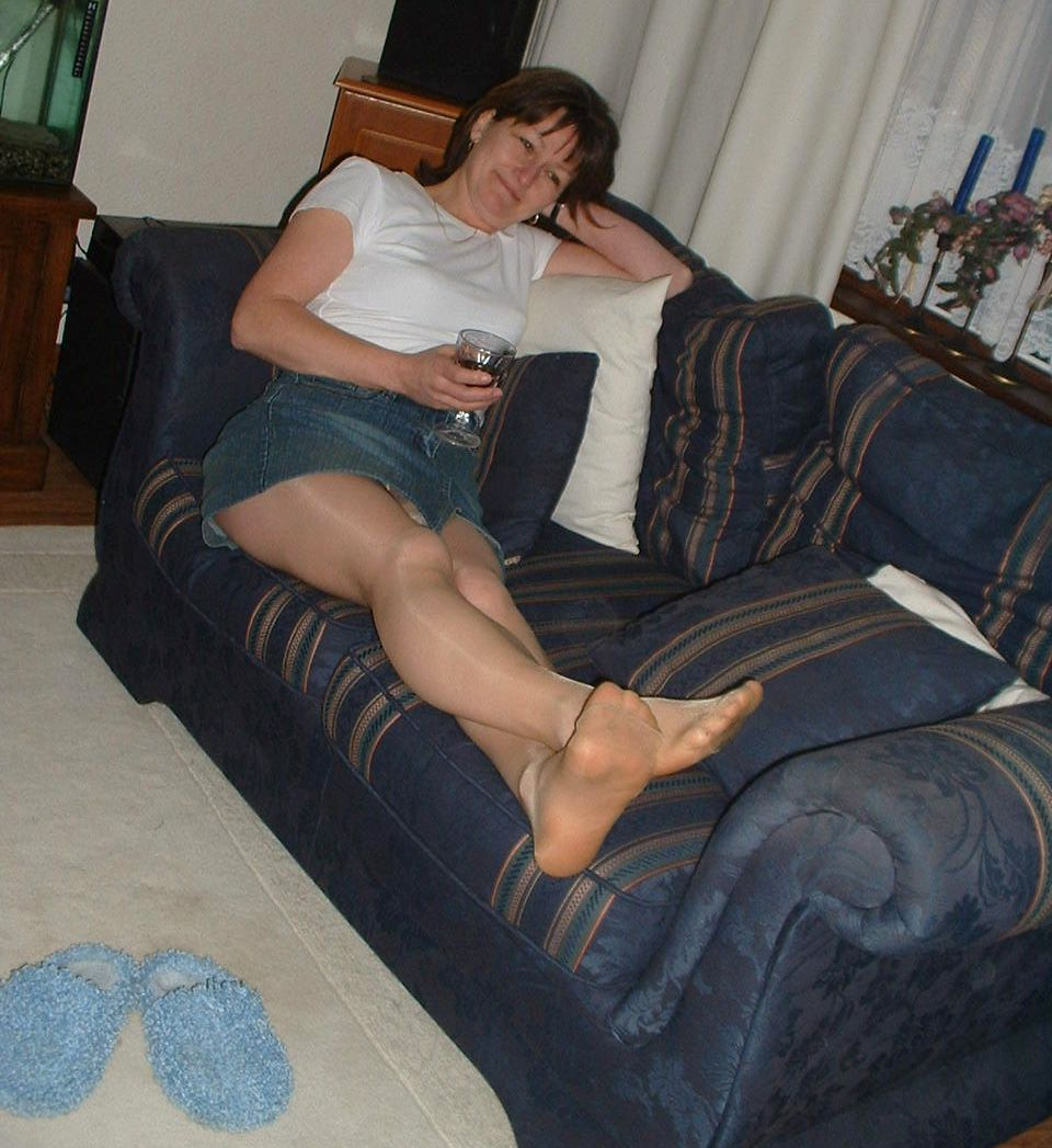 candid mature woman wearing tan pantyhose and no shoes | sheer and