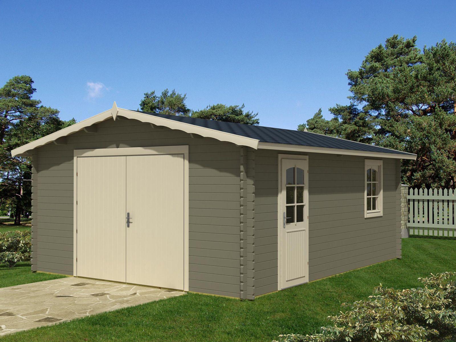Rummelig Garage I Klassisk Design, Et Hus Med Mange Anvendelses Muligheder.