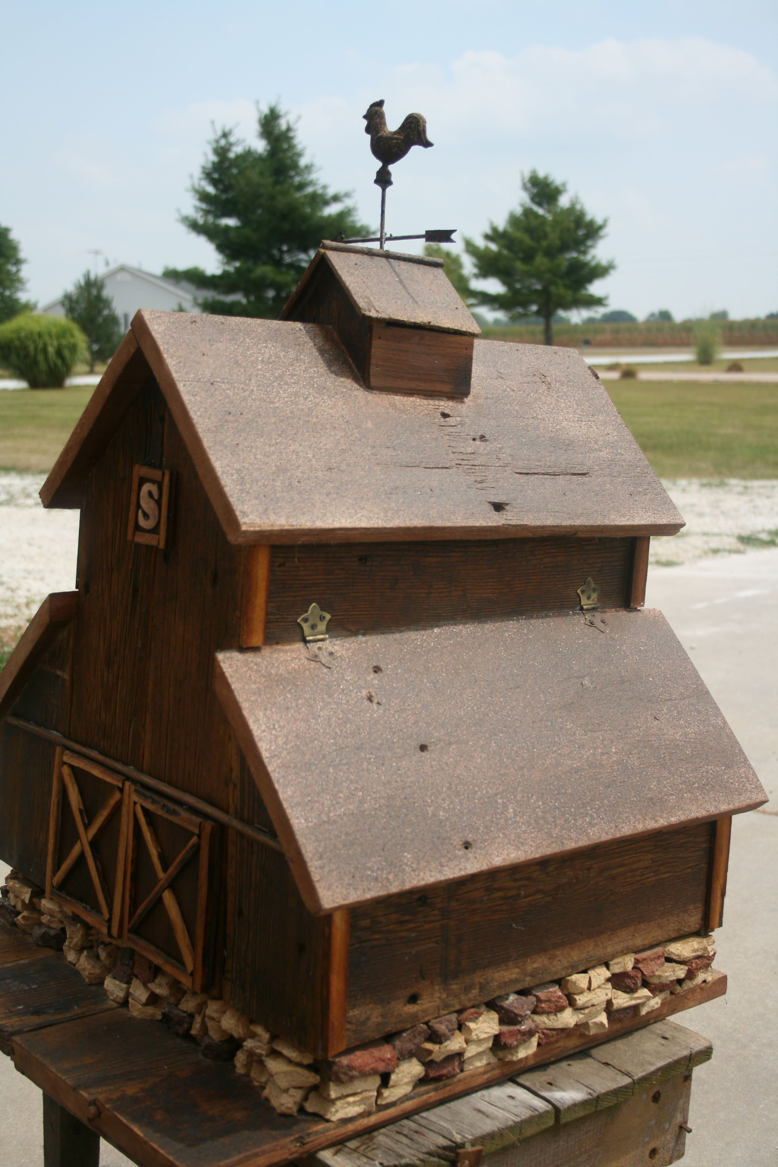 Barn birdhouse side view rustic birdhouses - Old barn wood bird houses ...