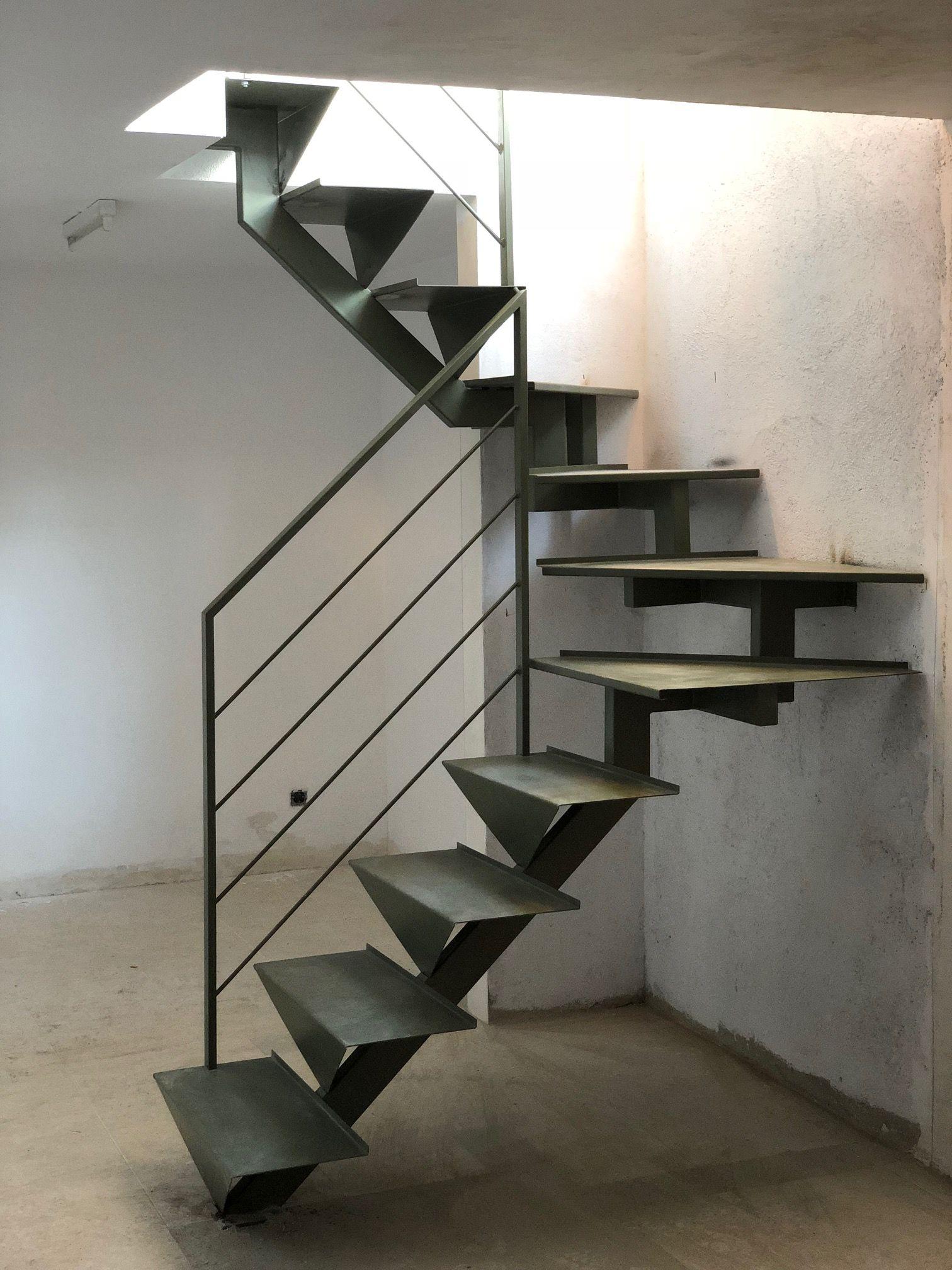 Escalera met lica en tramos rectos in 2019 escaleras de - Diseno de escaleras interiores ...