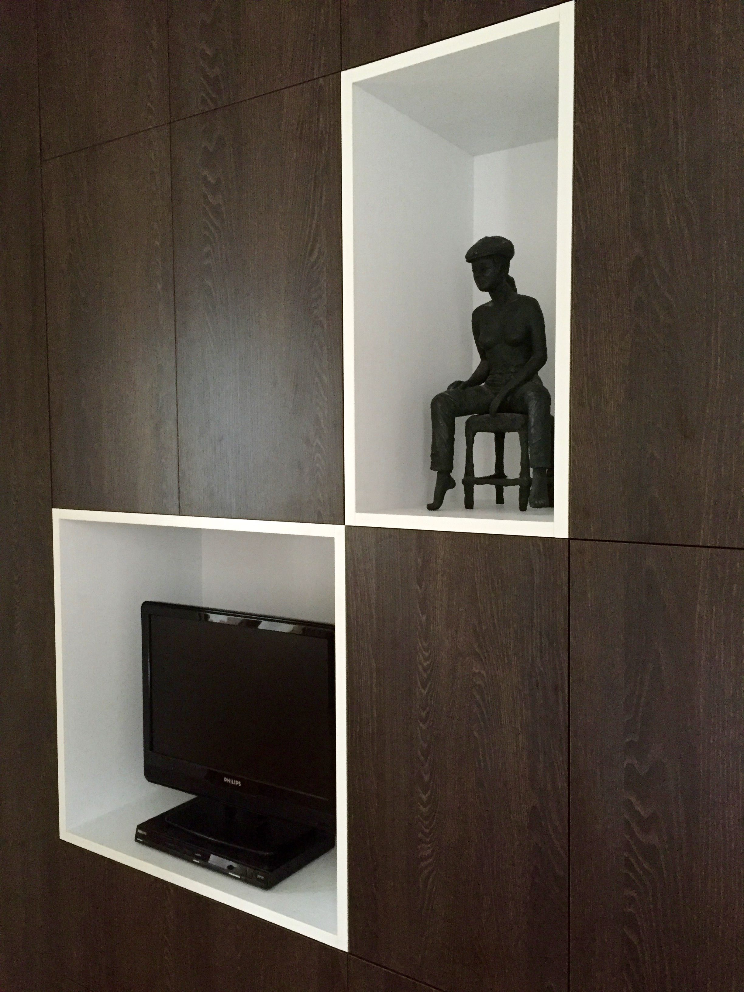 zoom niches du placard sur mesure chambre parentale boulogne billancourt mur de rangements. Black Bedroom Furniture Sets. Home Design Ideas