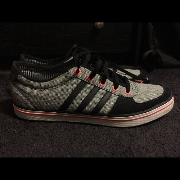 Adidas sneakers Barely worn adidas sneakers. Great condition Adidas Shoes Sneakers