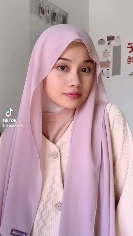 Hijab Tutorial By Amelia Andani Video In 2021 Hijab Tutorial Hijab Fashion Pashmina Hijab Tutorial