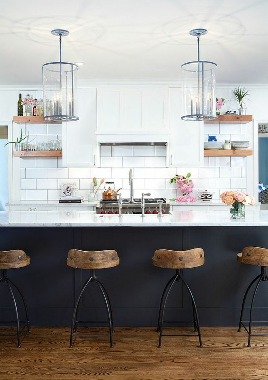 Cucina Dallo Stile Moderno E Shabby Con Piastrelle Bianche Mobile Bar Nero