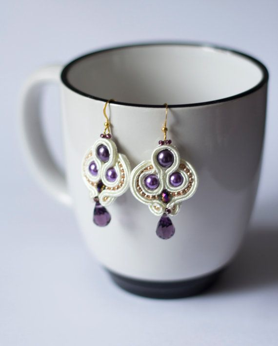 White and purple soutache earrings por AgatesDesign en Etsy