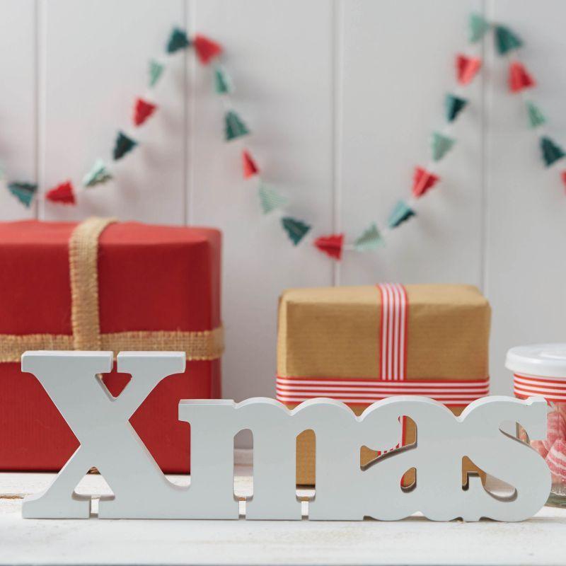 Mot Xmas en bois blanc pour décoration de table de noel - Festive White Xmas Wooden Word Sign -