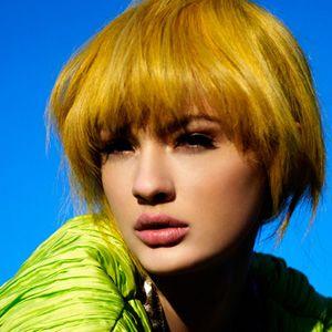 Цвет волос жёлтый