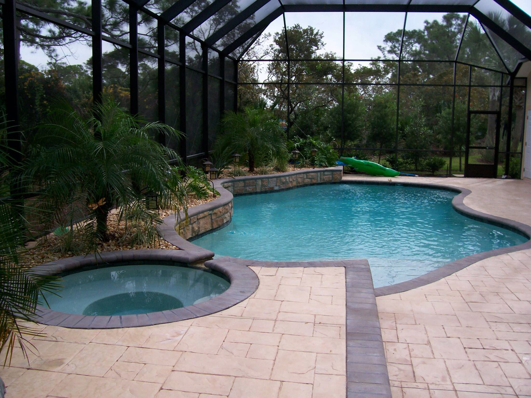 Screened In Pool With Spa Water Feature And Palm Trees In Garden Area I Like The Planter Boxes Between The Scre Swimming Pool Pictures Pool Pool Landscaping
