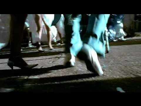 Welli Candombe, un corto de Michael Abt para ALAS Welli Candombe, un corto de Michael Abt para ALAS. Un testimonial real donde vemos a un niño latinoamericano que sueña con poder recorrer el mundo a través de la música y sus ritmos ancestrales.