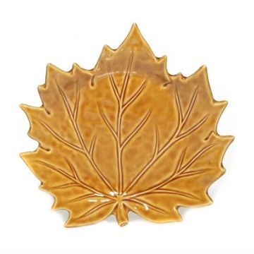 This Leaf Collection Candle Tray is decorative and practical and is designed for use with jar, tumbler and pillar candles to help protect counters and furniture surfaces. They also add a fresh sense of style to any space.