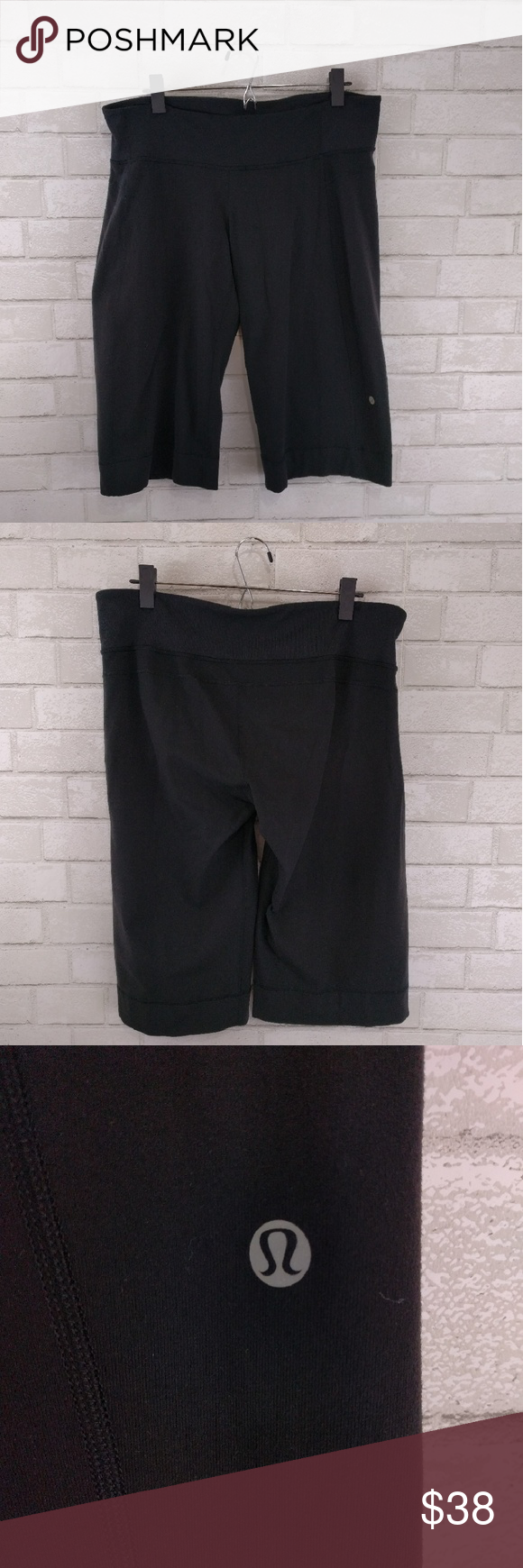 """Lululemon Crop Athletic Yoga Tights Excellent condition no damages. Waist 34"""" thigh 20"""" length 24"""". Pet and smoke free home. lululemon athletica Pants Leggings"""