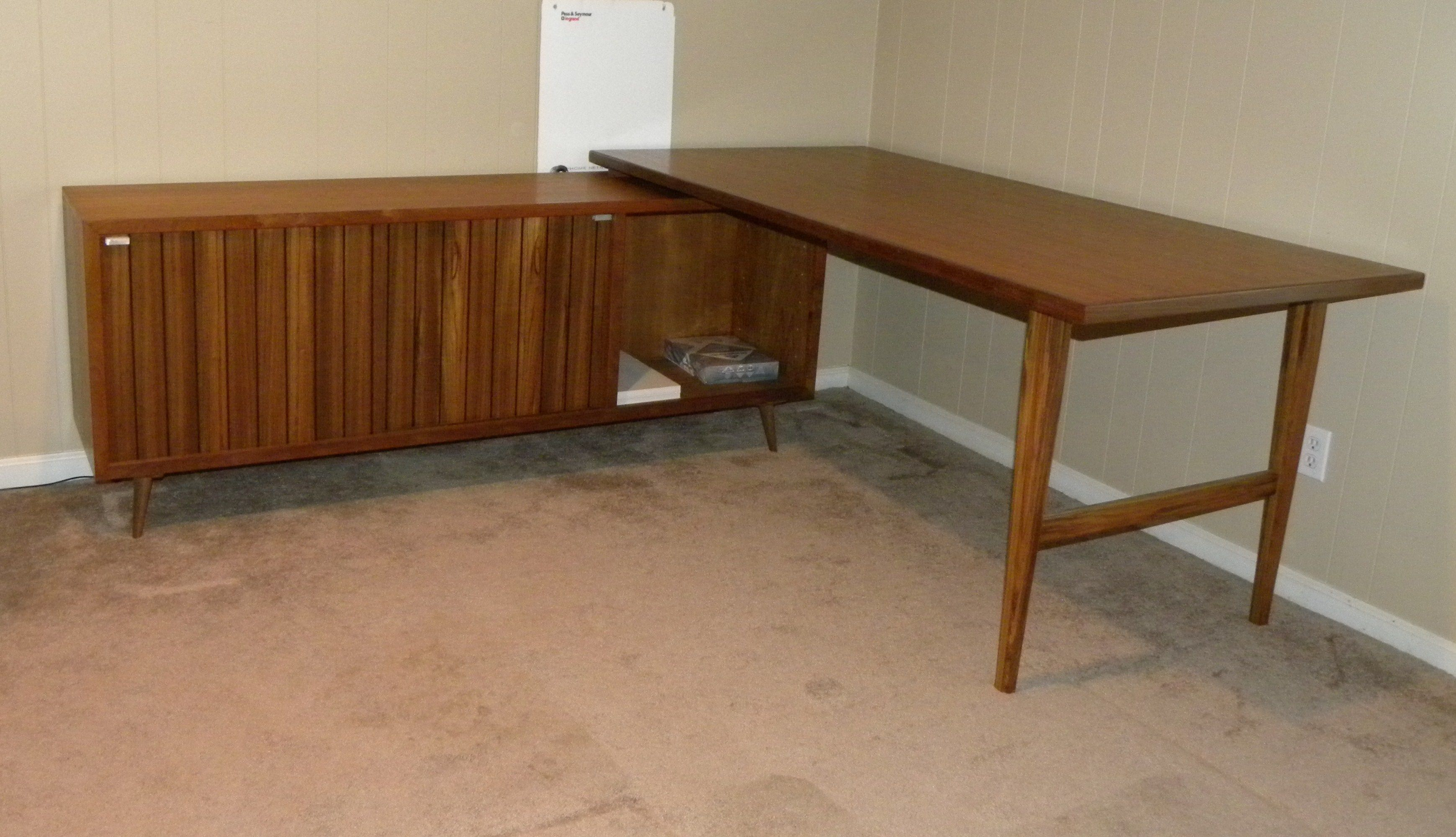 Mid Century Modern Executive Desk By Jens Risom Jens Risom Modern Executive Desk Desk Mid Century Furniture