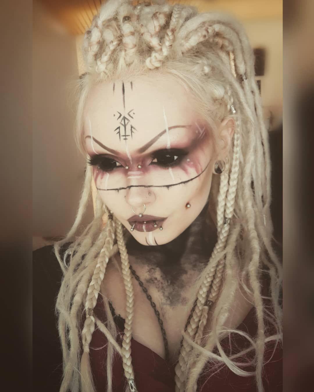 """Xelanah en Instagram: """"Publicaré algo nuevo lo antes posible, lo prometo"""". ¿Cuál es tu banda favorita? 🎶. . . # gótico # gótico # pagano # pagano # pagano … """""""