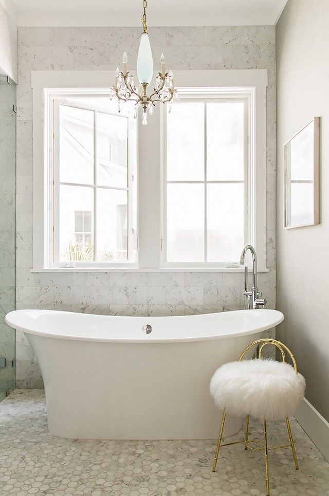 This Interior Designer\'s Charleston Home Breaks Every Rule ...