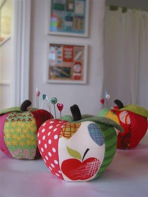 The Crafty Squirrel: Apple Pincushions