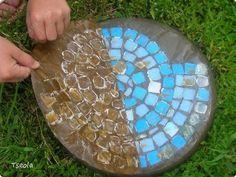 Making of Personalized DIY Stepping Stones   #gardenstonepath #steppingstonespathway