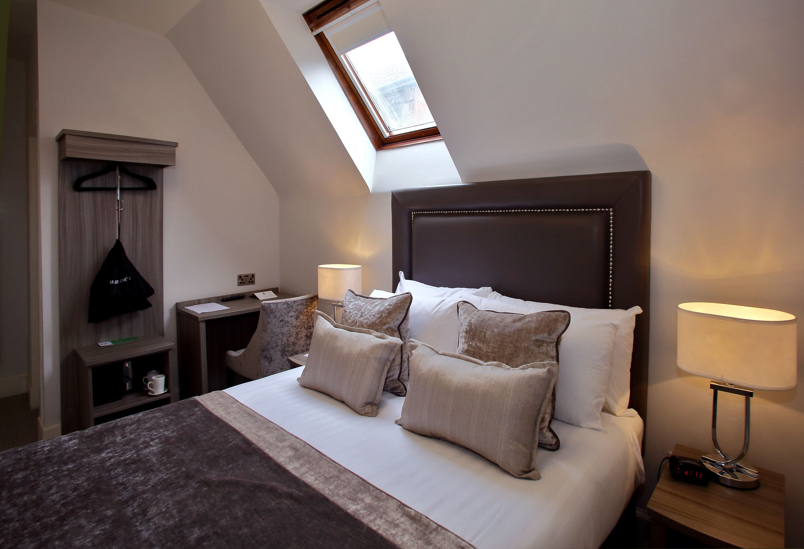 Stunning newly refurbished cosy double room   Stylish room ...