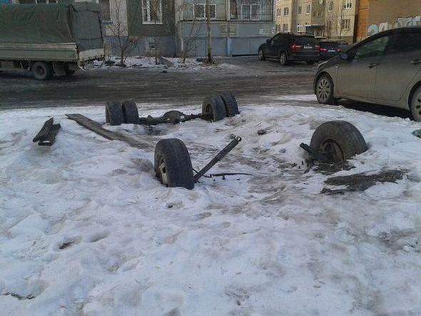 Restos de un coche aparcado