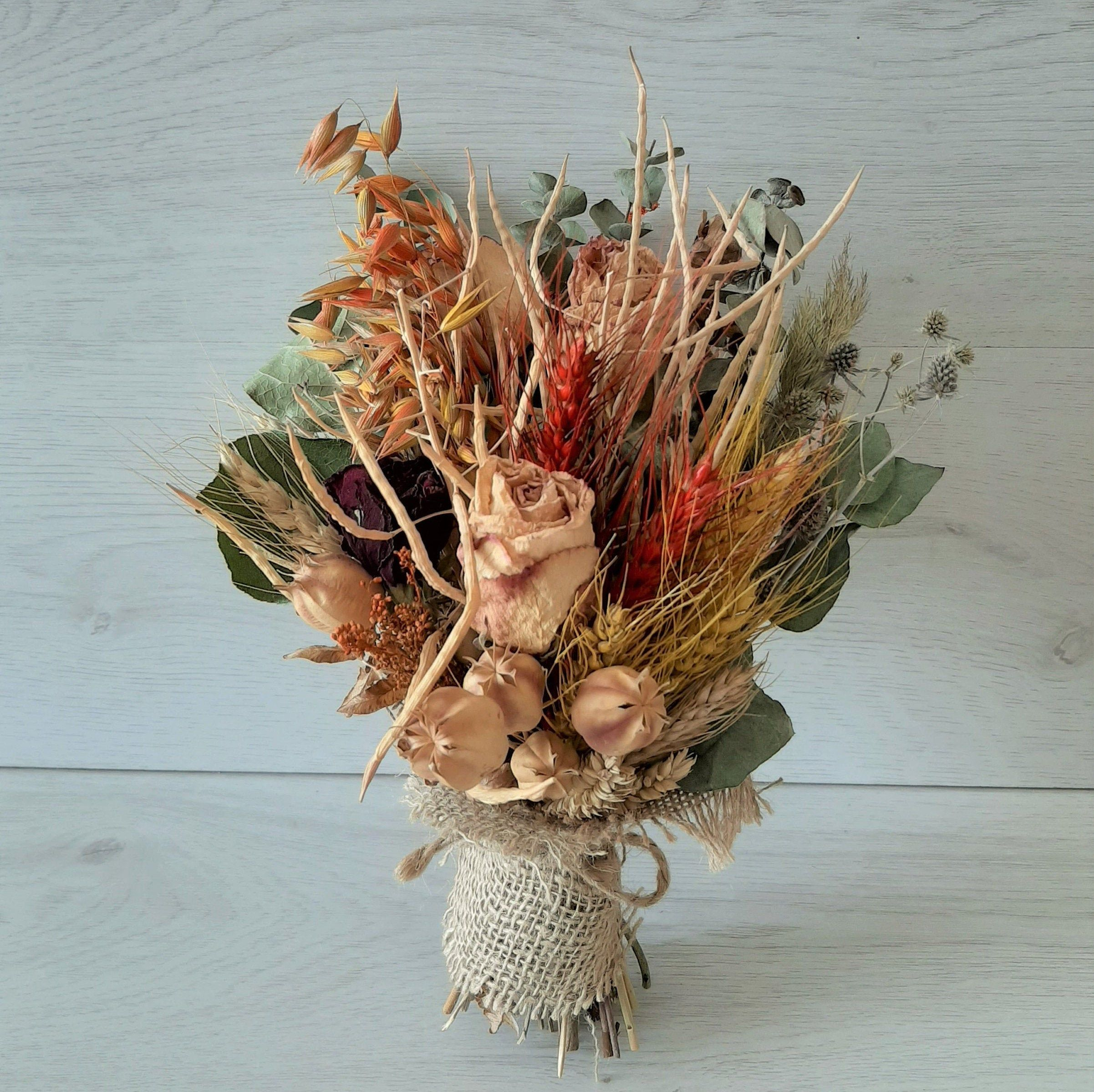 Dried Flowers Composition Dried Bouquet Natural Flowers Composition Dry Flowers Decor Bouquet Seche Bouquet De Fleurs Sechees In 2020 Dried Bouquet Drying Roses Dried Flowers