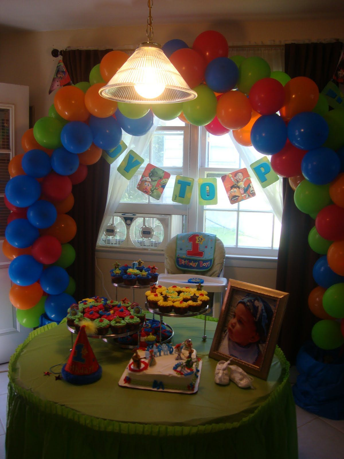 Balloons and cupcake idea toy story decorations spray