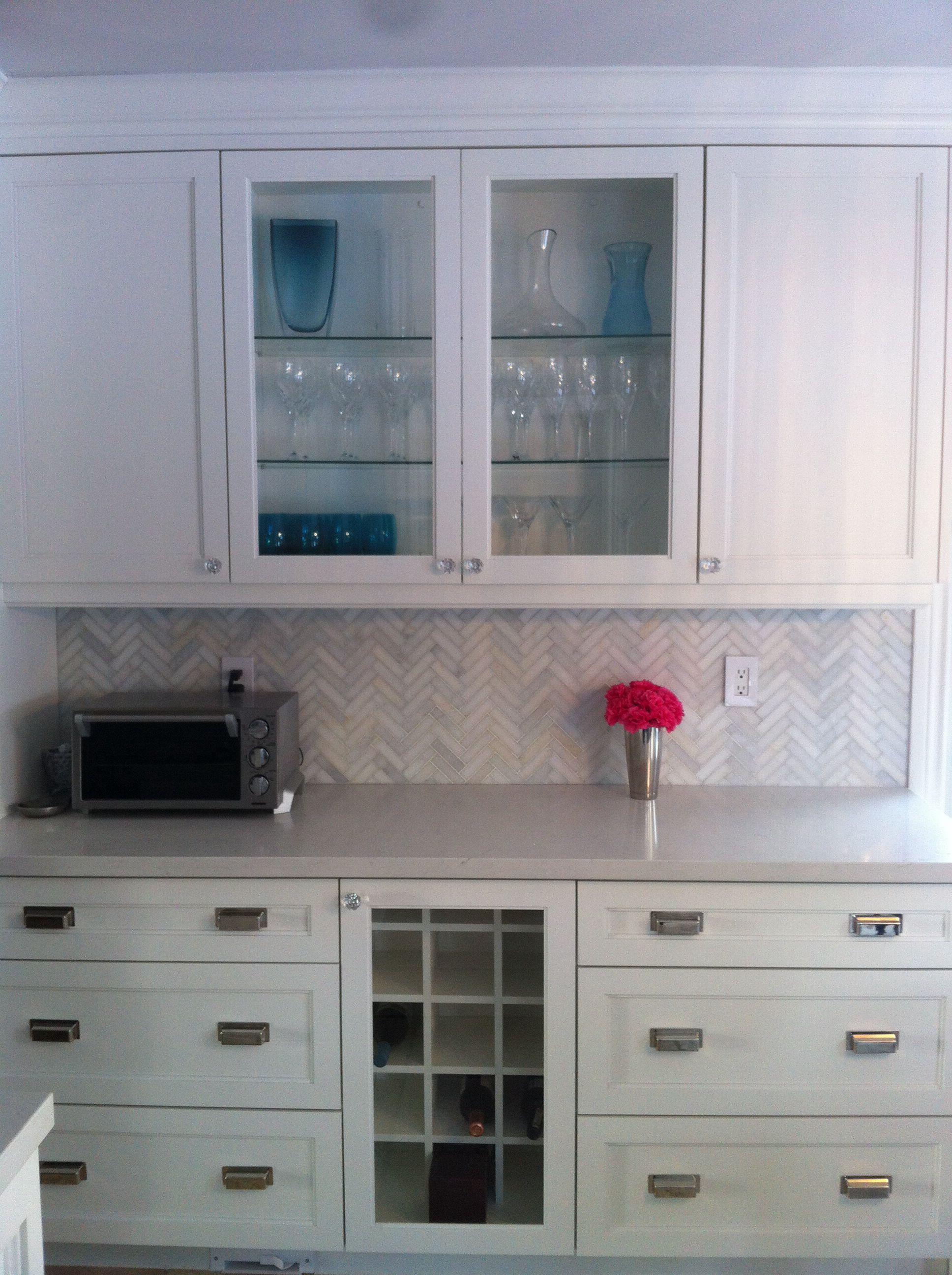 benjamin moore simply white kitchen cabinets calcutta Kitchen Stone Backsplash with White Cabinets Antique White Kitchen Cabinets with Backsplash Ideas