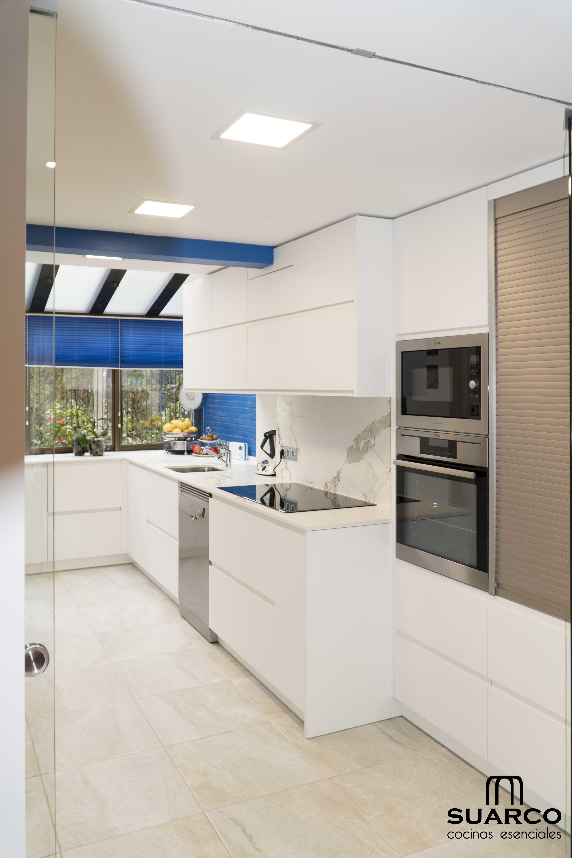 Cocina Moderna Blanca De 14m2 Cocinas Modernas Ideas De Diseno