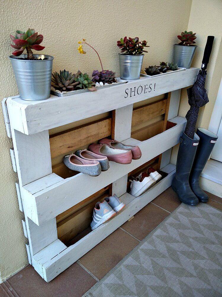 DIY Easy Pallet Shoe Rack | Étagère à chaussures diy, Étagères à chaussures de palettes et ...