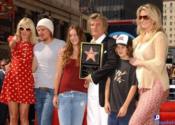 Rod Stewart with his kids Kimberly, Sean, Renee and Liam and third wife Penny in 2005 (Tammie Arroyo/AFF/EMPICS)