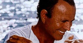 Julio Iglesias - Love Songs (2003)  Informações do CD:  Artista: Julio Iglesias  Álbum: Love Songs  Ano De Lançamento: 2003  Gravadora: Sony  Gênero: Pop  Qualidade: MP3 320 Kbps  Tempo Total: 00:58:51  Tamanho: 135 MB  01 - To All The Girls I've Loved Before  02 - Crazy  03 - When I Need You  04 - Vincent (Starry Starry Night)  05 - And I Love Her  06 - Feelings  07 - If You Go Away  08 - Crazy In Love  09 - When I Fall In Love  10 - Can't Help Falling In Love  11 - As Time Goes By  12 - Moonli