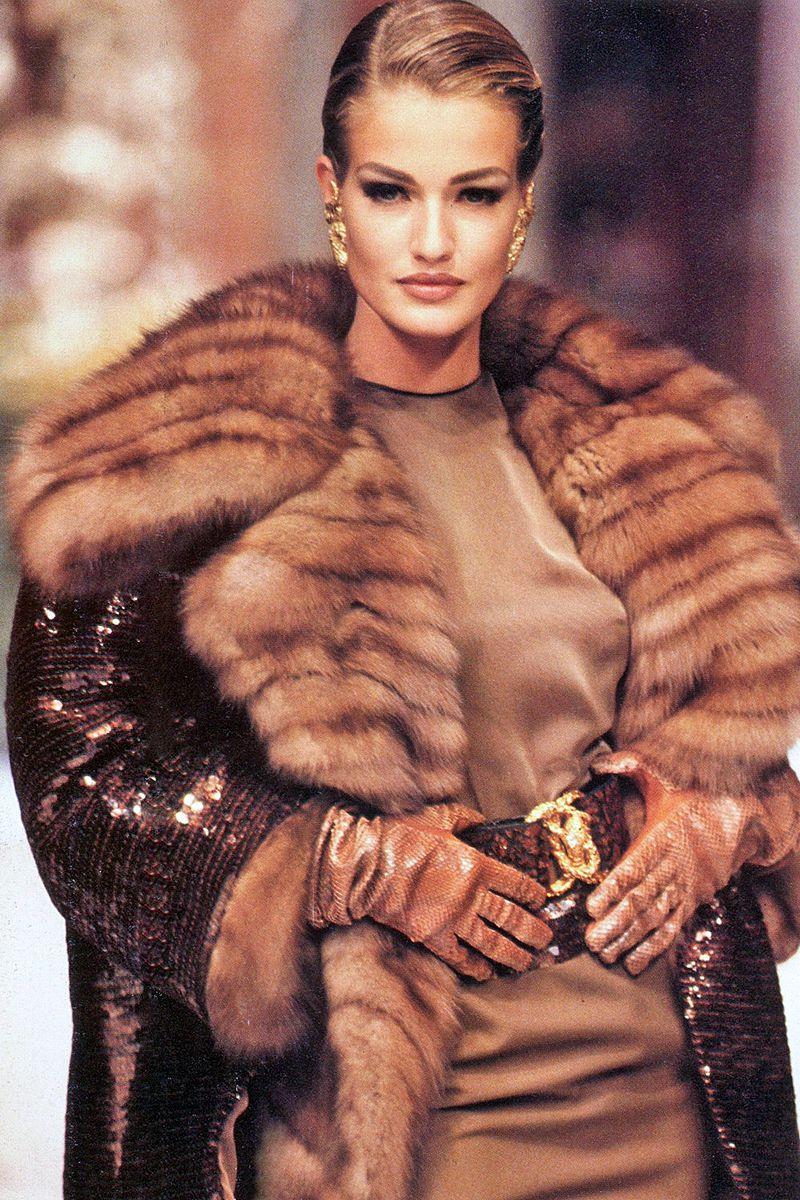 Karen Mulder @ Christian Dior by Gianfranco Ferre F/W 1991 Haute Couture