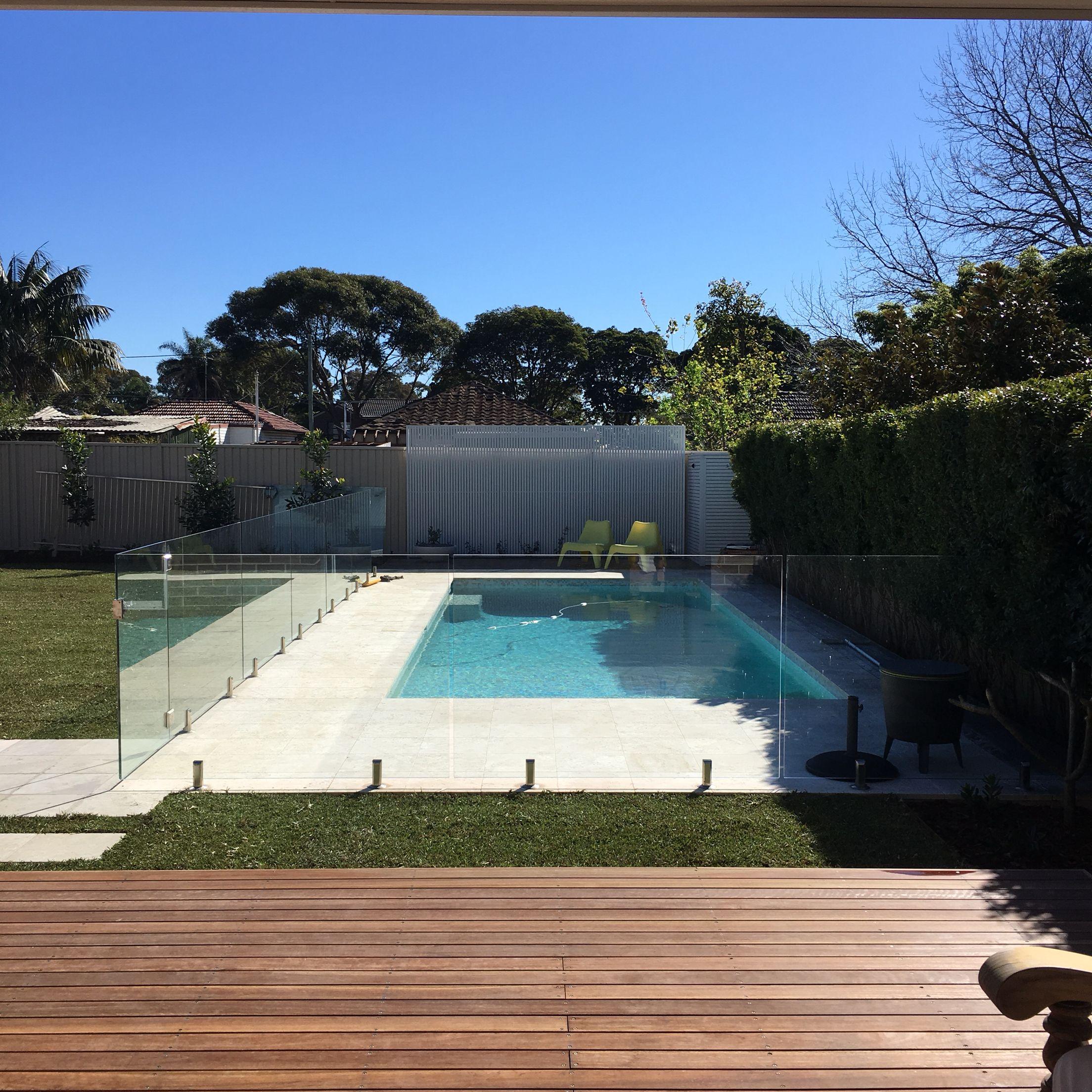Pool Perfection The Great Australian Backyard Needs A Perfect Pool Like This Travertine Pavers White Slat Travertine Pool Decking Travertine Pool Backyard
