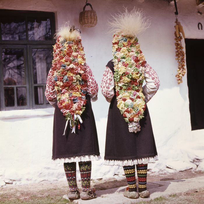 Bulgarian folk costumes - Page 2