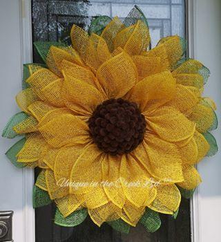 Photo of Beautiful DIY sunflower wreath decor!