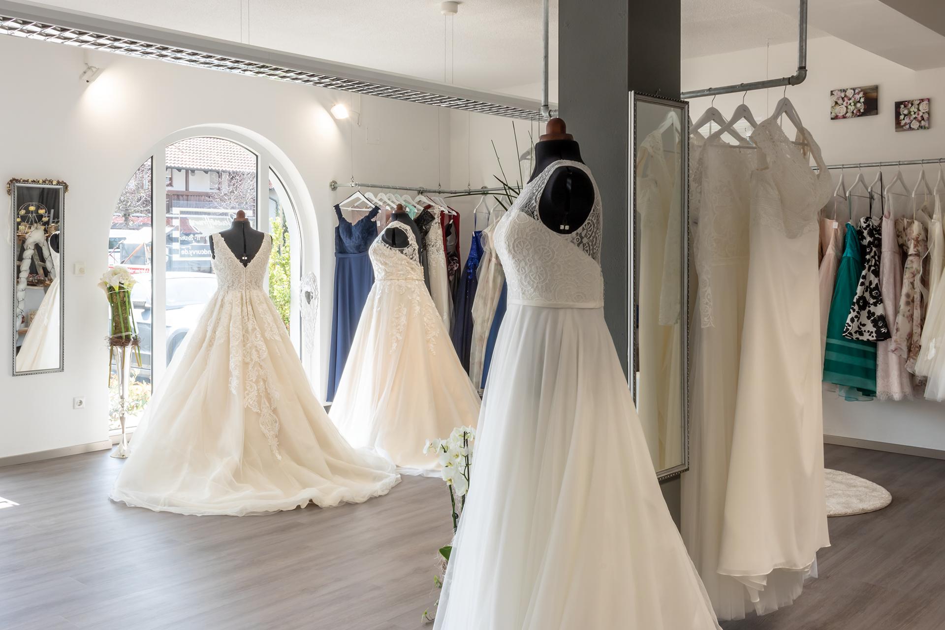 Unser Brautmodengeschäft  Braut, Kleid hochzeit, Brautmode