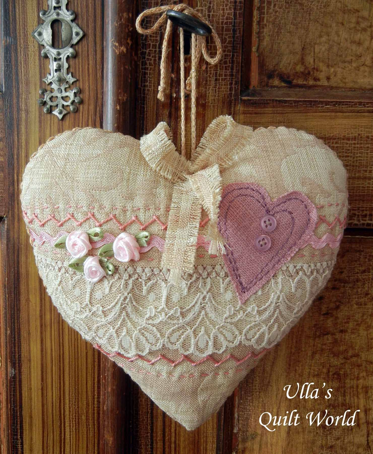 Quilted hearts. I have added more photos to my quilt blog: Ulla's Quilt World.