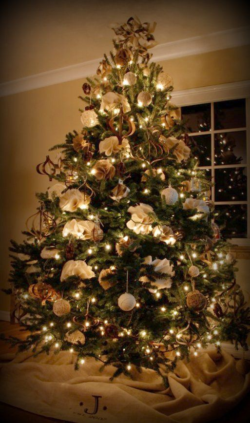 Burlap and twine Christmas tree, with how-to's on making all of the ornaments and tree skirt....love this!