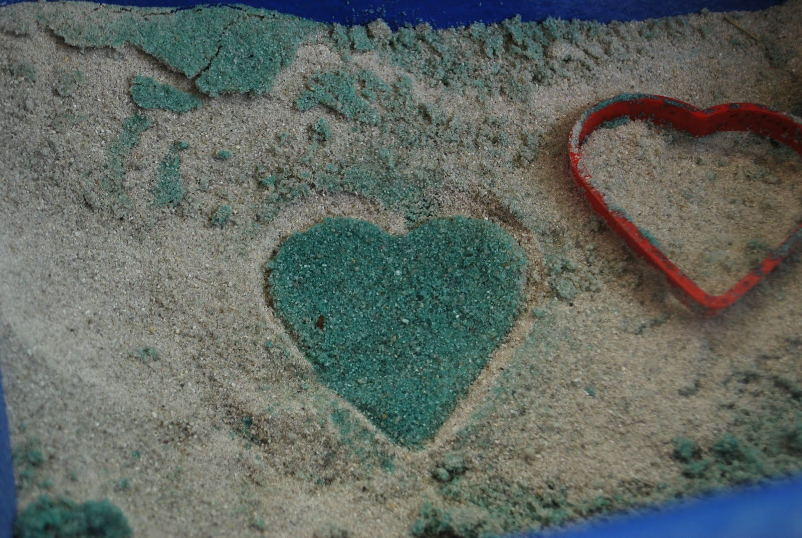 Coloring Sand- With a Spray Bottle | Familylicious
